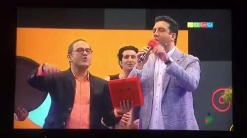 اجرای زنده امید حاجیلی - آهنگ تردست به سبک خندوانه ای